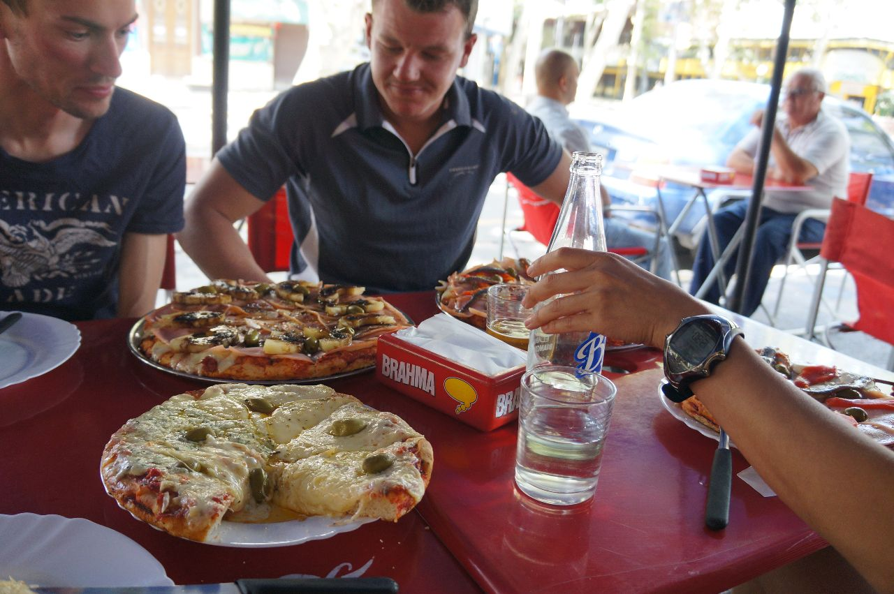 Pizza lunch i Mendoza.
