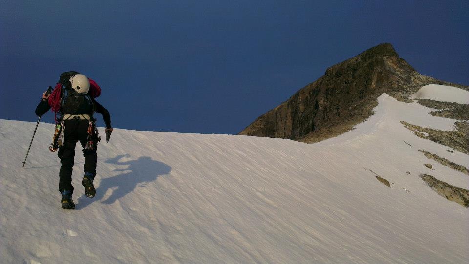 Uthuggana steg i isen som vi sedan använde som en trappa upp